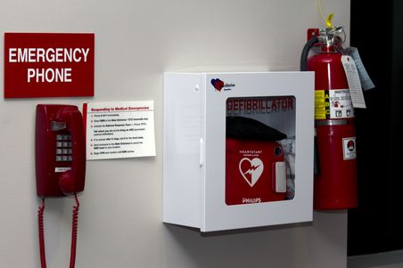 239555_aed_-_wall_mounted_with_emergency_phone_horizontal_0805657a-22c7-4573-ae3f-02ad9698171d-prv