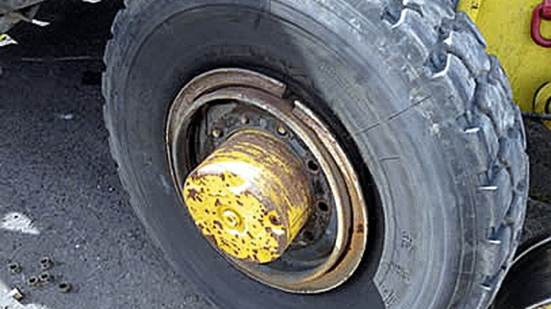 Risk of Explosion during Removal of Split Rim/Multi Piece Wheels from Vehicles-Safety Moment #8