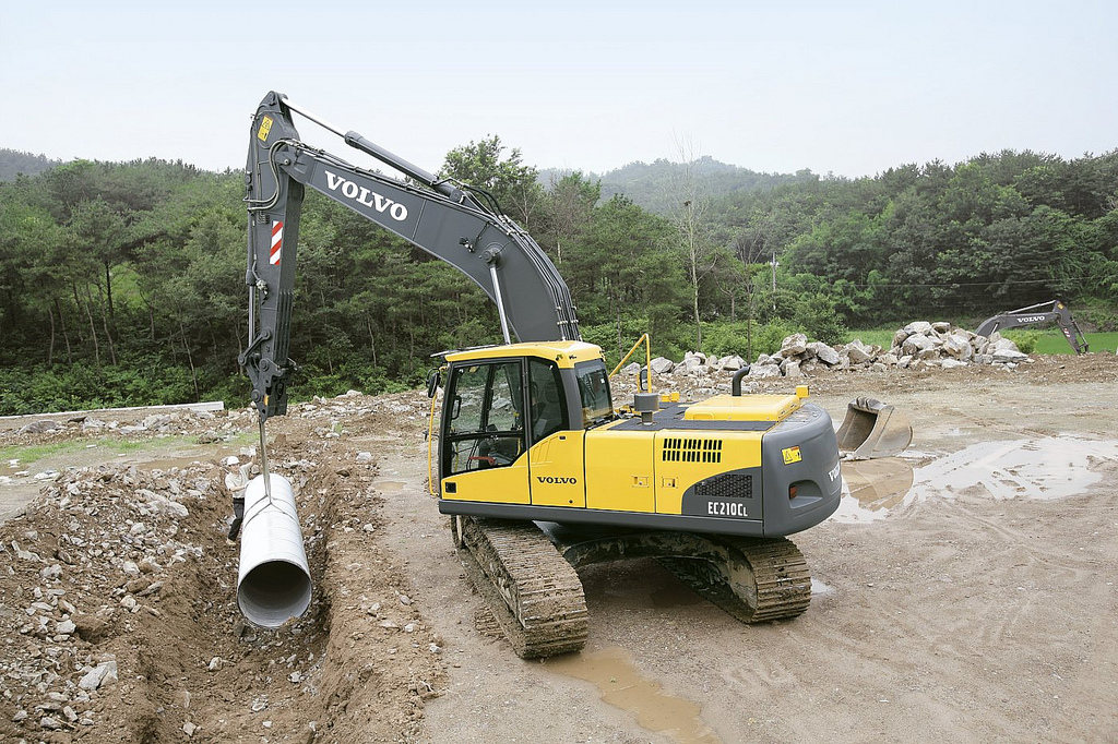 Tool Box Talk: Hydraulic Excavators: Lifting with Slings